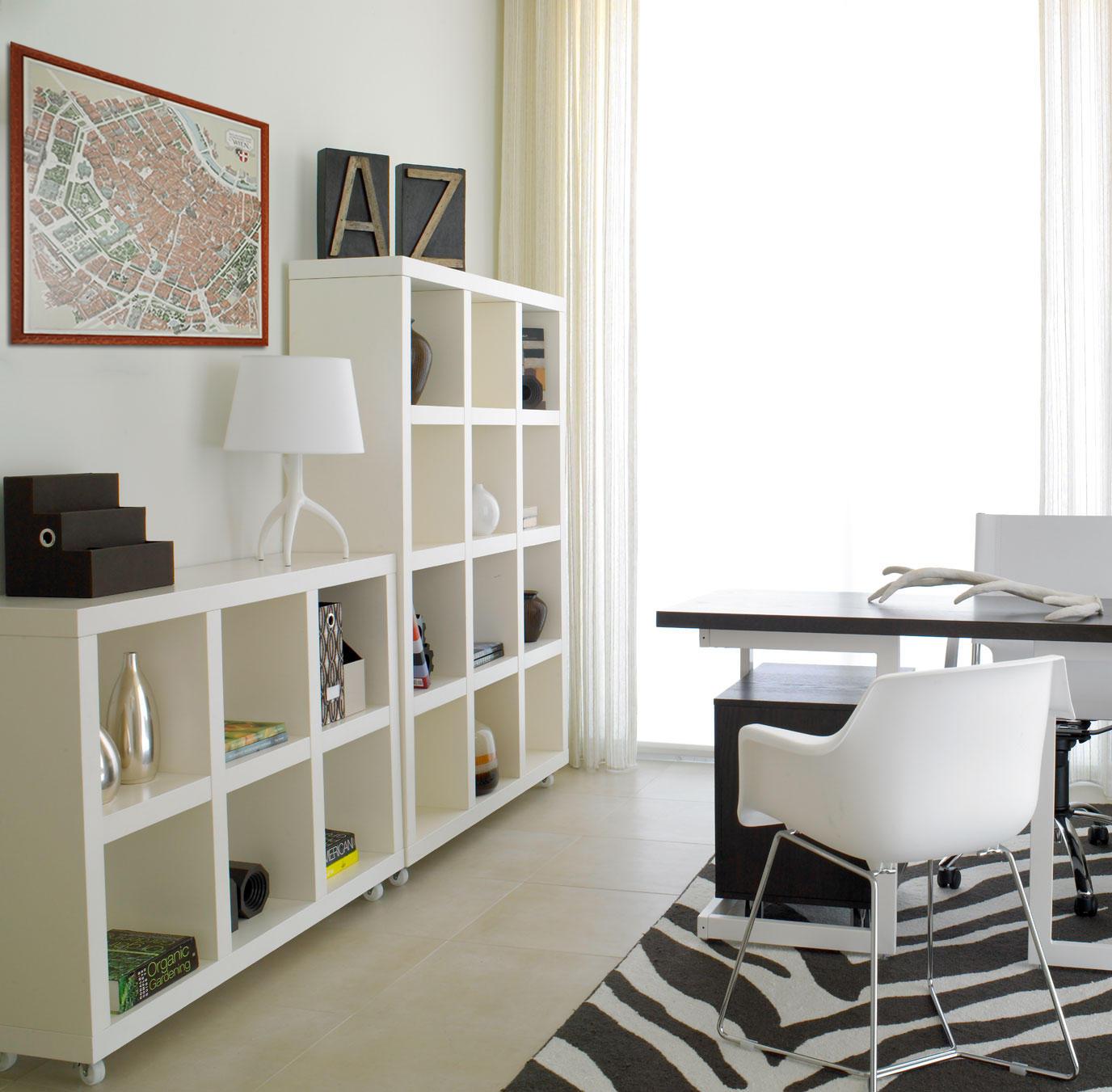 Gerahmter Wienplan im Arbeitszimmer