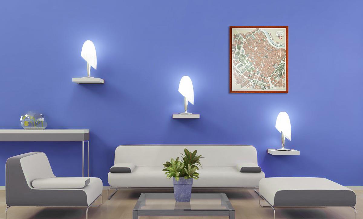 Gerahmter Wienplan im modernen Wohnzimmer